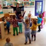 Dansen in de groep.